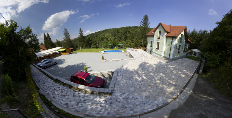 Zlaty_Jelen_Parking_lot